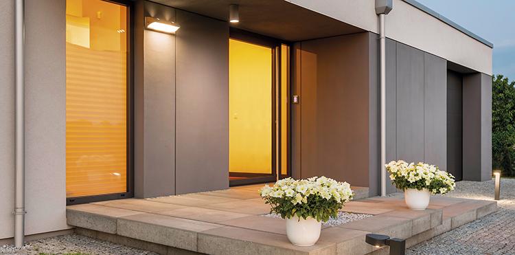 Puerta de aluminio que proporciona transmitancia térmica y aislamiento