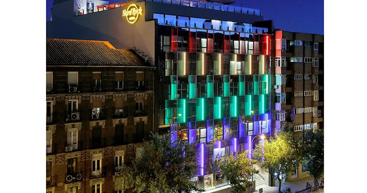 Iluminación de la fachada del nuevo Hotel Hard Rock de Madrid
