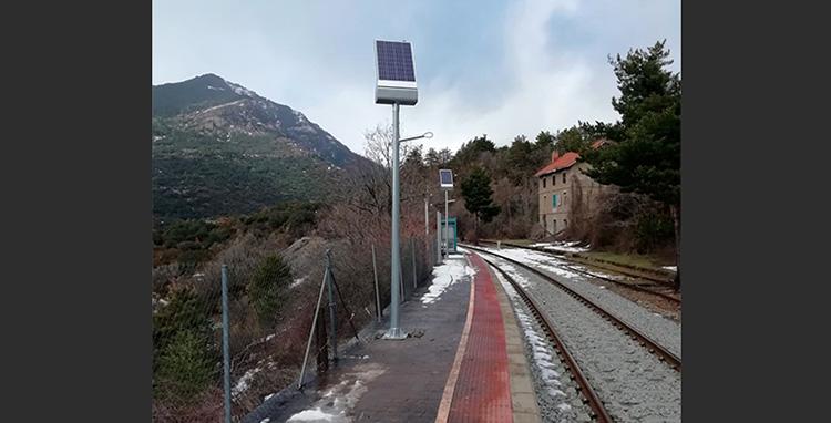 Farolas solares que mejoran la visibilidad y la seguridad del entorno