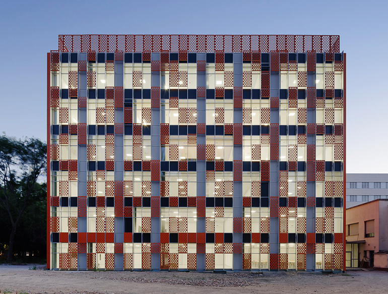 Ursa instala sus materiales en el premiado aulario IndUVa de Valladolid
