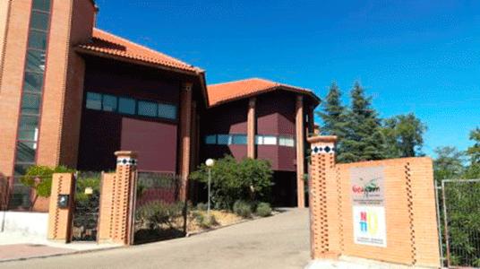 Mapei dona 1,6 toneladas de productos a la rehabilitación de las aulas de El Fanal