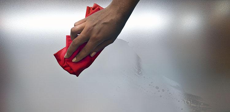 Vidrio satinado estudiado para una fácil limpieza y desinfección