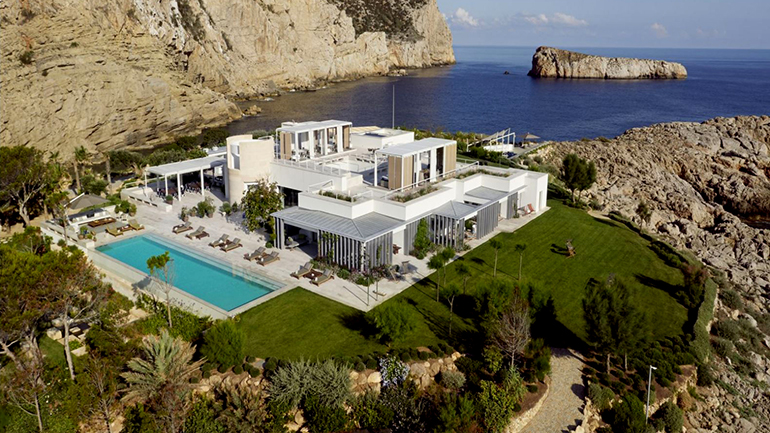 La villa Sa Ferradura, la Torre Glóries y la Casa de Cultura Blanca d´Anjou reciben el título de