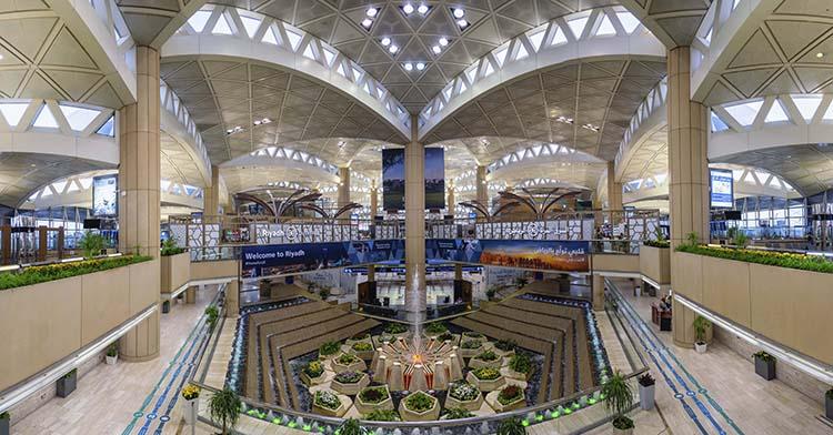 Schindler equipará el aeropuerto de Riad con nuevas escaleras mecánicas