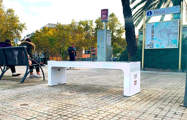 El Ayuntamiento de Reus y Tecnol instalan un Banco Solar Inteligente en Cataluña