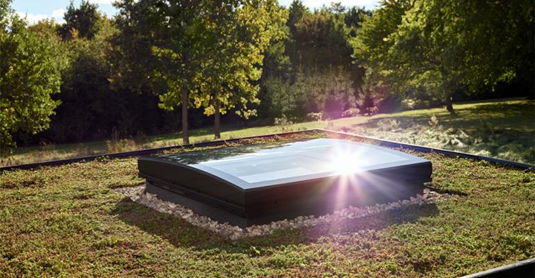 Ventana de cubierta plana con diseño curvado de Velux