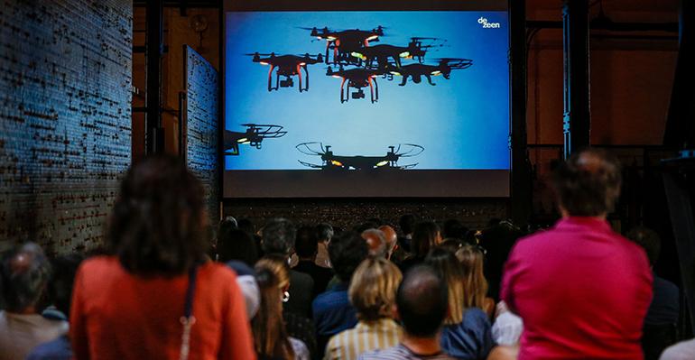 Se debate sobre las ventajas de los drones en construcción en Arquitetura em Curtas