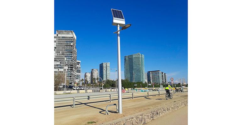 Detalle farola solar en Barcelona