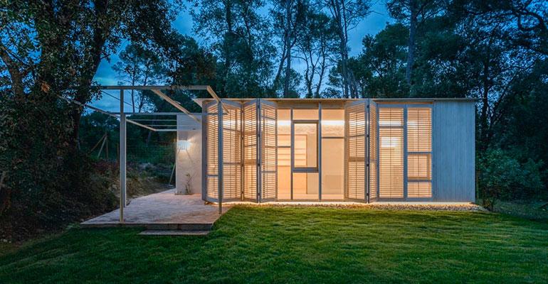 Tallerdarquitectura crea una casa del bosque sostenible y ecoeficiente