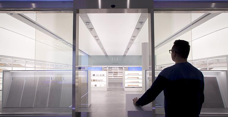 Porcelanosa lanza ISA, su nuevo asistente virtual para su showroom