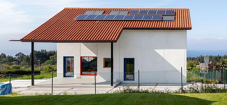 Ventanas de tejado sostenibles para una vivienda unifamiliar cerificada Passivhaus en Asturias